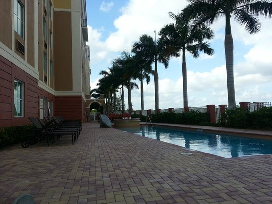 Hampton Inn & Suites Ft Lauderdale / Miramar: Pool Area