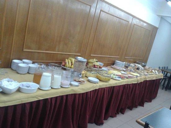 Hotel Suites Catalinas: Café da manhã