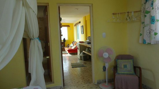 Casa Rosa : Look to the kitchen from the bed