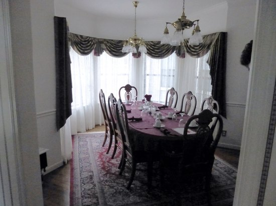 Pacific Victorian Bed and Breakfast: Dining room