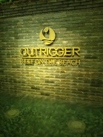 Outrigger Reef Waikiki Beach Resort: エントランス