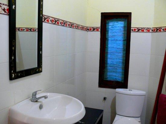 Chez Kin : Onsuite bathroom