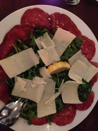 Basilico: beef carpaccio with arugula with olive oil and Parmesan cheese. Yum!