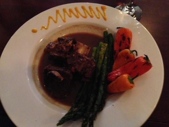 Basilico: buffalo short ribs with grilled peppers and asparagus