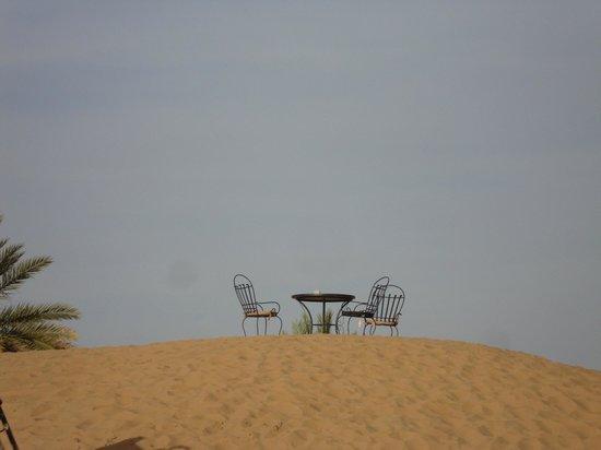 Hotel Ksar Merzouga: Sur les dunes lieu de contemplation