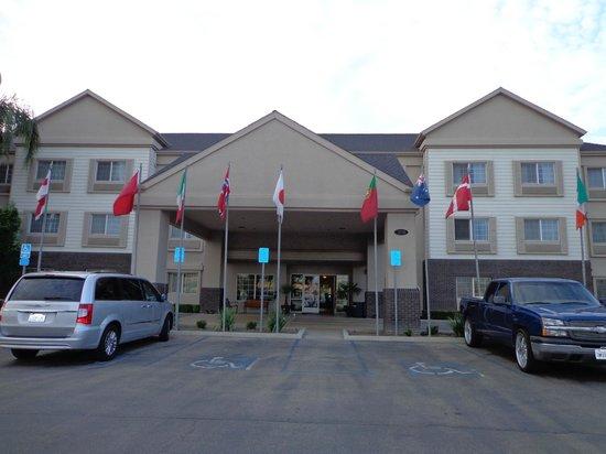 Charter Inn & Suites: Außenansicht