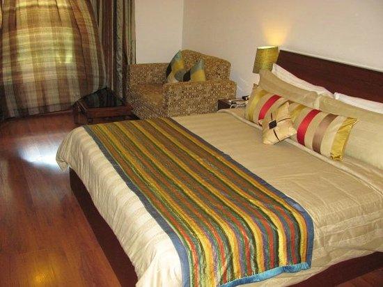 juSTa Off MG Road, Bangalore: Large Bed