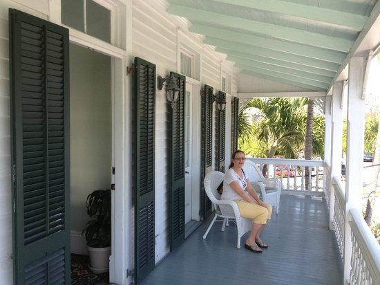 The Conch House Heritage Inn: Second floor porch.