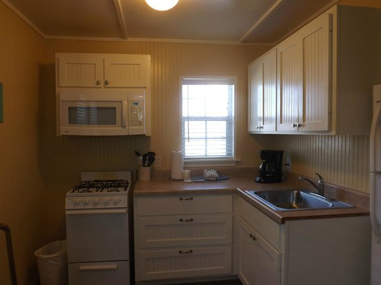 The Cottages at Seashell Village: Kitchen area