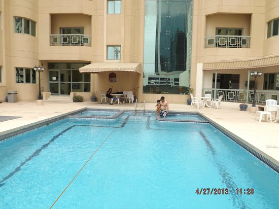 Ramee Palace Hotel : Pool Side