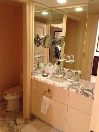 The Ritz-Carlton Golf Resort, Naples: bathroom