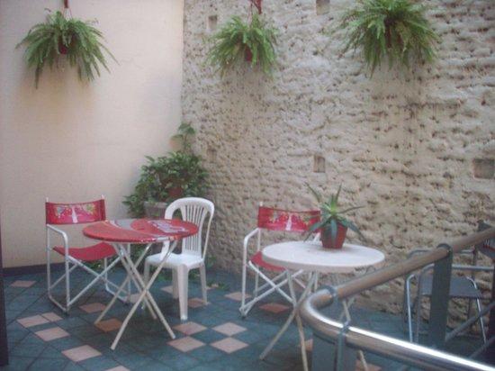 Granados Hostel : patio