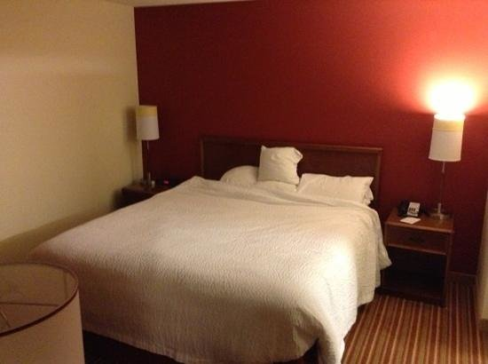 Residence Inn St. Louis Galleria: bed