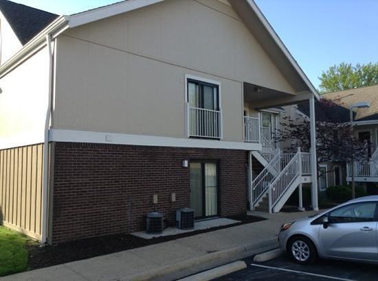 Residence Inn St. Louis Galleria: building
