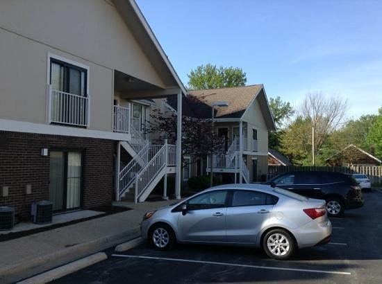 Residence Inn St. Louis Galleria: parking