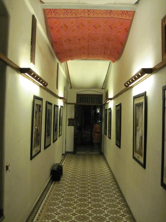 House Of Mangaldas Girdhardas: corridor leading to the rooms