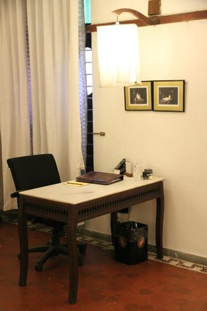House Of Mangaldas Girdhardas: desk in the room