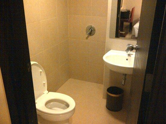 Grand Celino Hotel: Bathroom