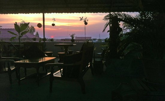 Firefly Guesthouse- The Berlin Angkor: Sunset from the rooftop bar
