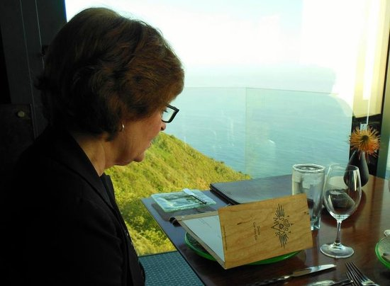 Post Ranch Inn: A table with a view