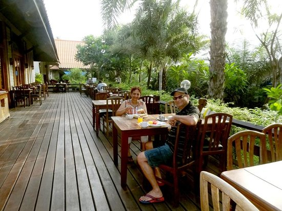 Sunshine Garden Resort: Outdoor dining area