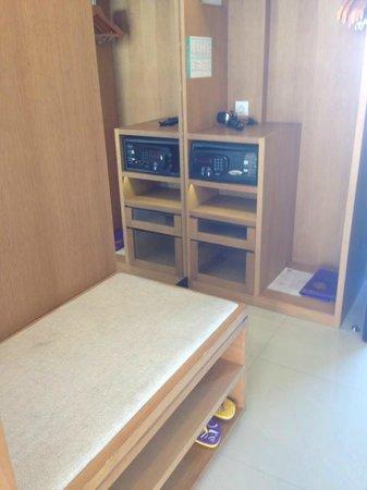 Grand Inna Kuta: Sea View Room - Suitcase Space and Deposit Box