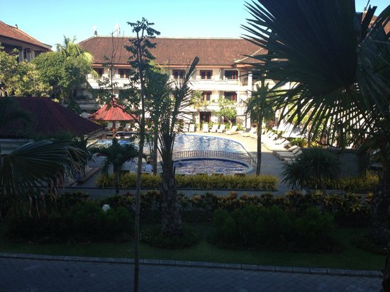 Grand Inna Kuta: Looking over to Bali Wing and Pool from out front of room