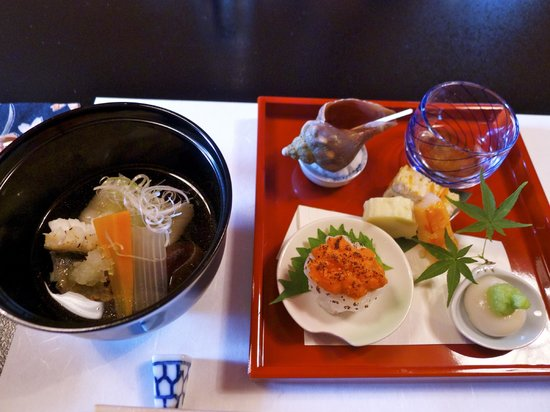 Ryotei Fumoto: Appetizer including Sea Urchin