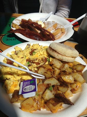 Pipes Cafe: Seaside Bacon Scrambler & French Toast