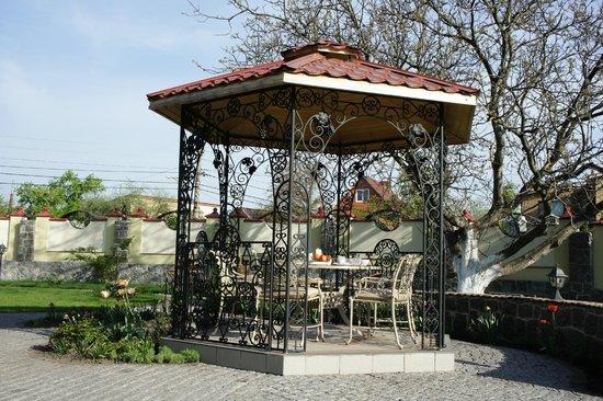 Oselya Kiev: 朝食は庭で