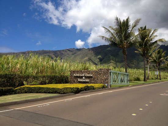 Kahili Golf Course: Front entrance