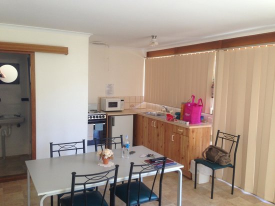 Melrose Holiday Units: Kitchen