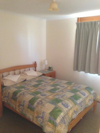 Melrose Holiday Units: Main bedroom