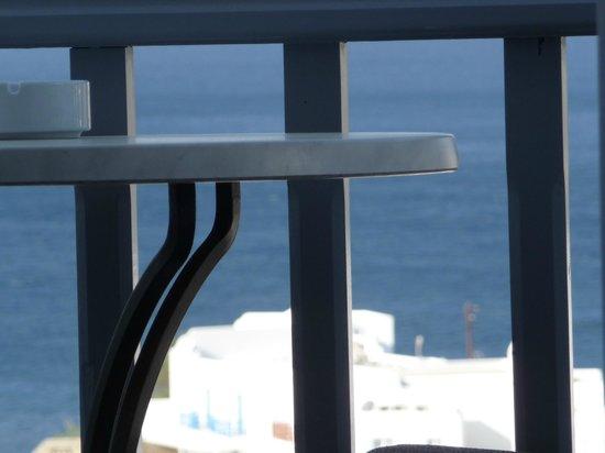 Myconian Ambassador Relais & Chateaux Hotel: vue de la chambre