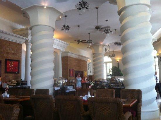 Sunrise Nha Trang Beach Hotel & Spa: Столовая, время завтрака