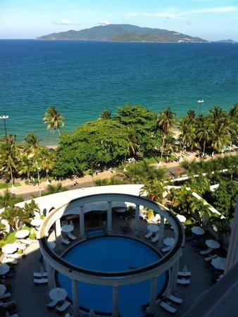 Sunrise Nha Trang Beach Hotel & Spa: Вид с балкона, 9 этаж