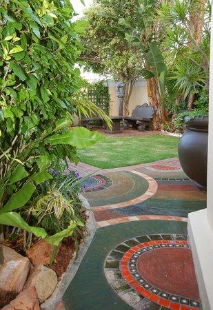 Margate Place Guest House: Front Garden 2