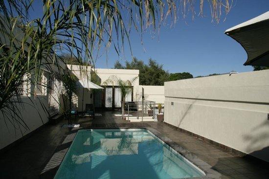 Galton House: Poolbereich