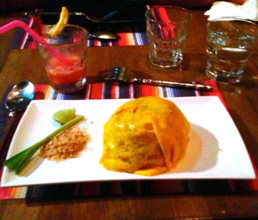 Lil' Siam Thai Restaurant : Pad Thai wrapped in egg