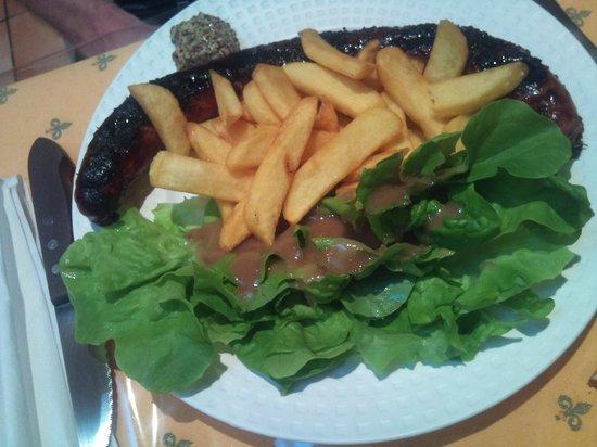 Chalet Le Braconnier: La véritable saucisse de l'Aveyron cuit au feu de bois