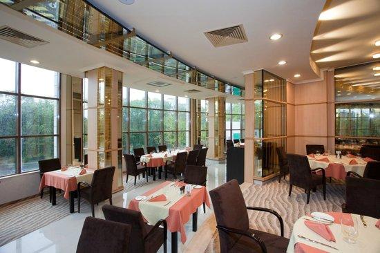 Swiss-Belhotel Varna: Main Restaurant