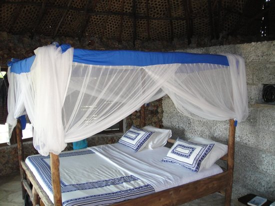 Kasa Beach Hideaway : large netted double bed with toilette and shower x two tuckals