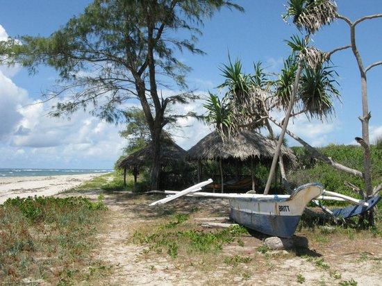 Kasa Beach Hideaway : Kasa beach, Raw, rustic white sands and shade