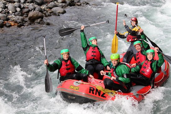 Rafting New Zealand: Whoah! - that was close