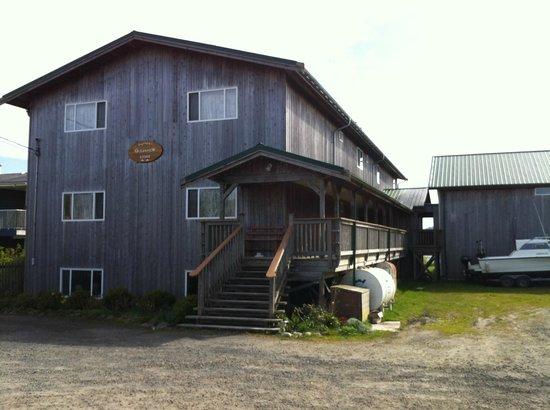 Engelhard's Oceanview Lodge: Engelhard's view from street