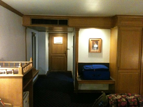 Lotus Hotel: Entrée chambre