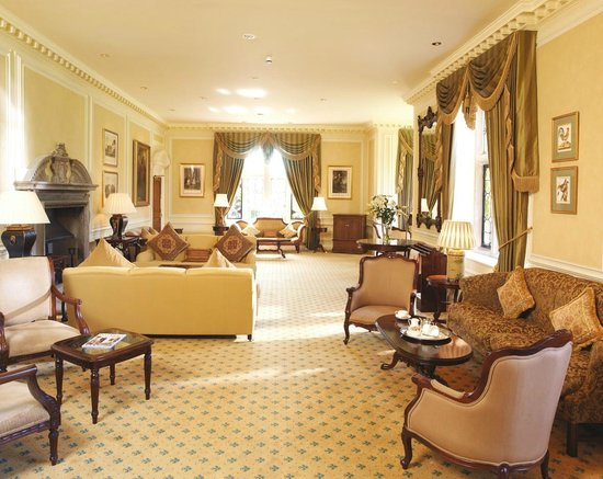 Horwood House: Lounge area