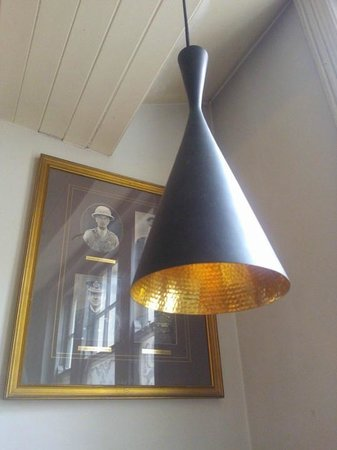 Garrison Public House: One of the many lovely lampshades
