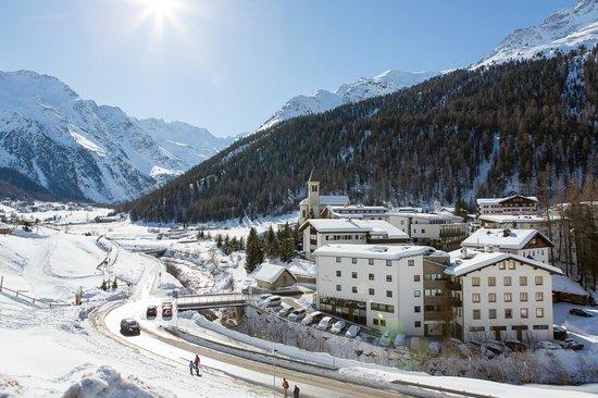 Hotel Julius Payer : Hotel mit Winterlandschaft