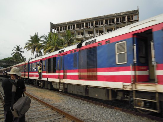 Omni Holiday Bungalow: Trains nearby